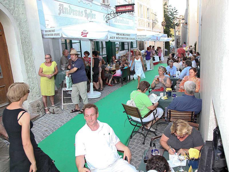 Salzburg-Cityguide - Foto - 11_08_26_steingassenfest_wild_004.jpg
