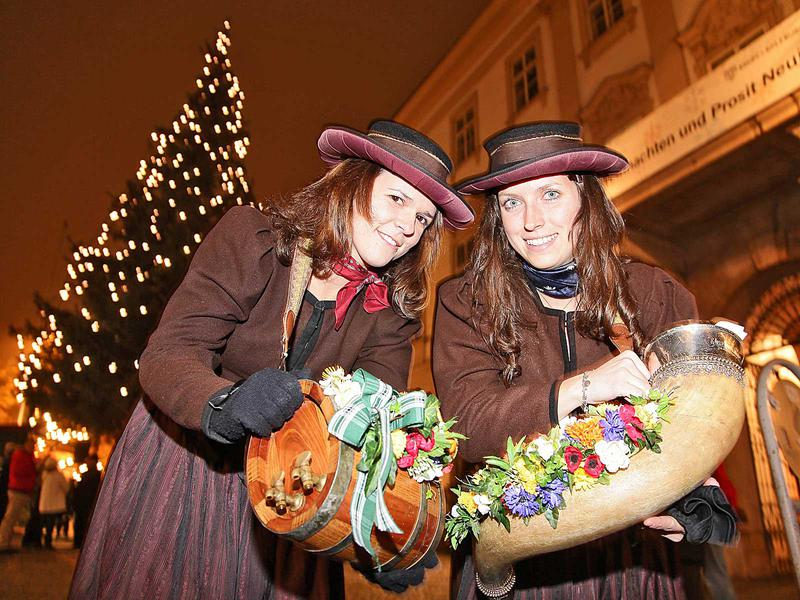 Salzburg-Cityguide - Foto - christbaum mirabell dw