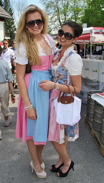 Salzburg-Cityguide - Fotoarchiv - 01_05_12_maibaumaufstellen_anif_001.jpg