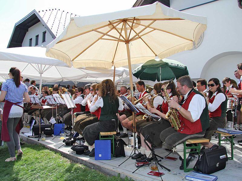 Salzburg-Cityguide - Foto - 01_05_12_maibaumaufstellen_anif_001.jpg