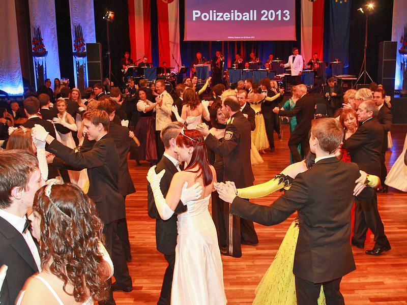 Salzburg-Cityguide - Foto - 13_02_02_polizeiball_neumayr_000.jpg