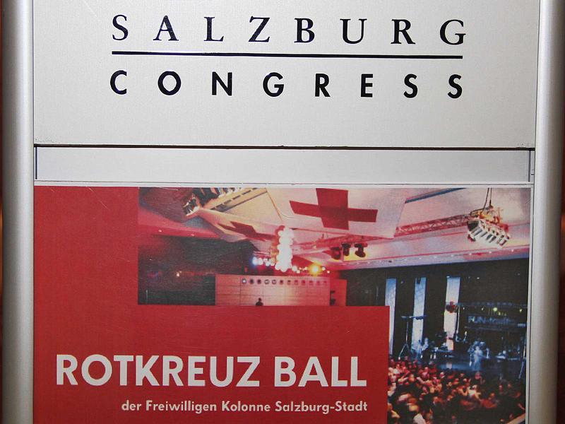Salzburg-Cityguide - Fotoarchiv - 14_03_01_rotkreuzball_eroeffnung_show_001.jpg