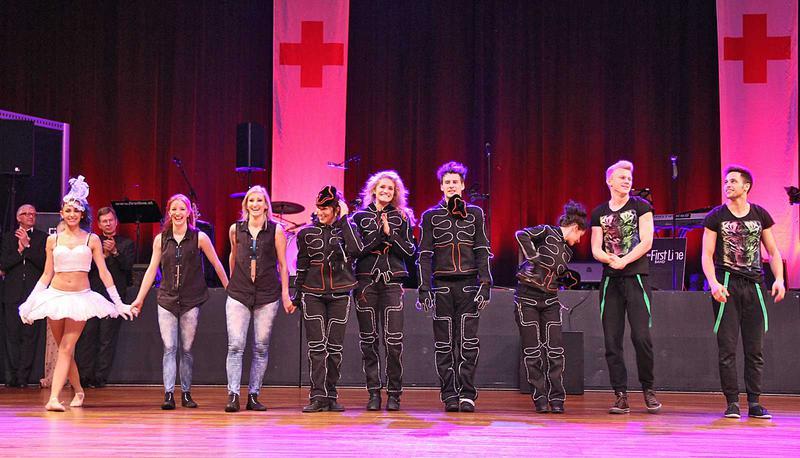 Salzburg-Cityguide - Foto - 14_03_01_rotkreuzball_eroeffnung_show_001.jpg