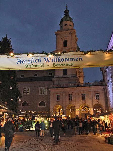 Salzburg-Cityguide - Fotoarchiv - 141120_christkindlmarkt_guests_001.jpg
