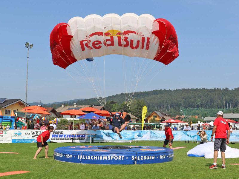 Salzburg-Cityguide - Fotoarchiv - 190824_parachute_wcs_thalgau_uwe_001.jpg