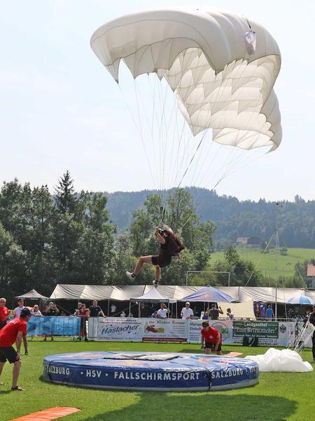 Salzburg-Cityguide - Foto - 190824_parachute_wcs_thalgau_uwe_001.jpg